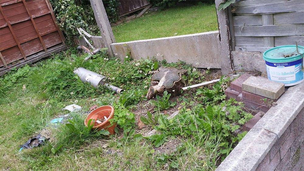 untidy garden before creating the planting bed