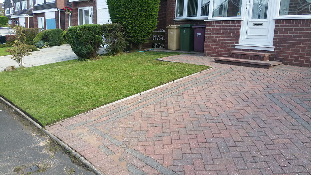 Block paving jet washed and front lawn trimmed in Bolton